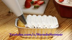 Como hacer Tres Leches receta fácil Paso a Paso 2019 Step by step recipe and video with a trick to make it last longer in the fridge. Venezuelan Food, Italian Meringue, Drip Cakes, Homemade Cakes, Dessert Recipes, Desserts, Carrot Cake, Wine Tasting, How To Make Cake