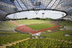 Interior Olympiastadion München, Múnich, Alemania. Capacidad 69.250 espectadores, Equipos locales el Bayern Múnich y el TSV Múnich 1860.
