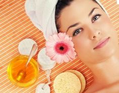 Honey has antiseptic and anti-bacterial properties that help get rid of pimples and acne, and prevents them from coming back. Best Natural Skin Care, Natural Beauty Tips, Homemade Acne Mask, Honey For Acne, Raw Honey, Honey Lemon, Honey Benefits, Sun Damaged Skin, Skin Toner