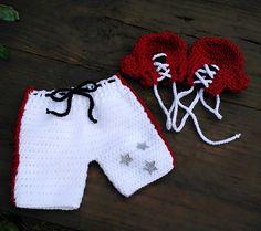 Conjunto confeccionado em crochê em fio antialérgico  Cor branco e vermelho  Tamanhos RN/1 a 3/3 a6/6 a9 /9 a 12 meses