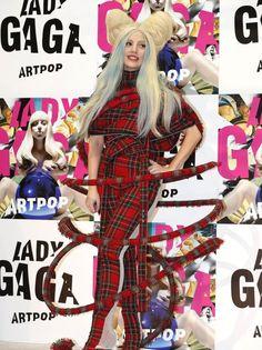 lady-gaga-tartan-outfit-1385982128-view-1.jpg (460×615)