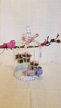 klietka, vtáčiky, konárik, vajíčka, pierka, stuha / klietka je pripravená ako svietnik, ja som využila, ako hniezda/...