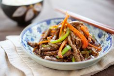 Szechuan beef is a popular Chinese recipe in US. Easy Szechuan beef recipe with beef & peppers in a sauce. Make Szechuan beef with this… Meat Recipes, Cooking Recipes, Healthy Recipes, Delicious Recipes, Szechuan Beef, Easy Chinese Recipes, Tasty, Yummy Food, Asian Cooking