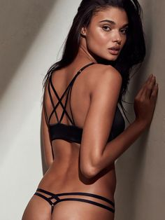 Daniela Braga est incroyablement sexy en lingerie