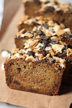 Kahlua Caramel S'mores Banana Bread - Baker by Nature No Bake Desserts, Just Desserts, Delicious Desserts, Dessert Recipes, Breakfast Recipes, Caramelized Bananas, Fruit Bread, Healthy Banana Bread, Bread And Pastries