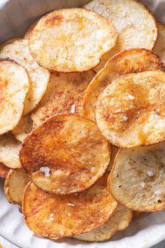 Homemade Chips In Oven, Oven Potato Chips, Homemade Baked Potato Chips, Oven Baked Chips, Potatoes In Oven, Baked Potato Oven, Baked Potatoes, Potato Snacks, Savory Snacks
