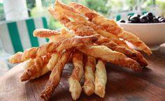 Video : Κριτσίνια με φύλλο σφολιάτας | sidagi.gr Snack Recipes, Snacks, Onion Rings, Bacon, Chips, Breakfast, Ethnic Recipes, Foods, Snack Mix Recipes