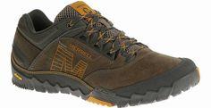 #merrell nu ook in regulier maten maat 42 t/m 50 119,95. Deze opvallende wandelschoen is niet alleen stoer, maar ook uiterst functioneel, met een waterbestendig en slijtvast bovenwerk van geolied leer en stof en zachte, comfortabele demping. De nauwe pasvorm van de schoen geeft je voet ondersteuning tijdens je avonturen in de stad en over de paden naar de heuvels. BOVENWERK/VOERING • Waterdicht geolied leer en slijtvaste stof • Ademende mesh voering behandeld met M Select FRESH voorkomt…