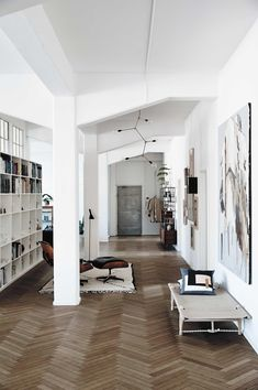 The Kinfolk Home: Interiors for Slow Living Cafe Interior, Living Room Interior, Interior And Exterior, Interior Design, Slow Living, Home And Living, Dark Green Living Room, The Kinfolk Table, Home And Deco