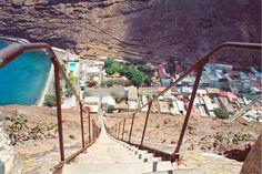 Saint-Helena-Island-13 なにこの気が狂いそうな階段www セントヘレナ島だそうです。 絶対行かない場所に決定w
