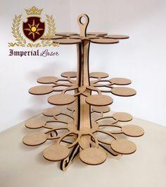 Torre porta cupcake círculos para 24 cupcakes. Dê um toque exclusivo à sua mesa de festa!  *** Produto é enviado desmontado para evitar avarias! ***