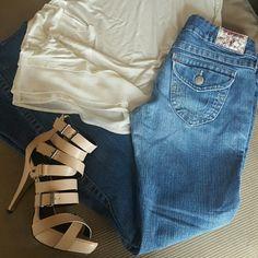 SALE! True Religion Joey Flare Jeans In really great condition! Inseam 32 True Religion Jeans Flare & Wide Leg
