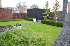 10 siergrassen soorten voor méér rust en eenvoud in de tuin Sidewalk, Garden, Outdoor Decor, House, Garten, Side Walkway, Lawn And Garden, Walkway, Gardens