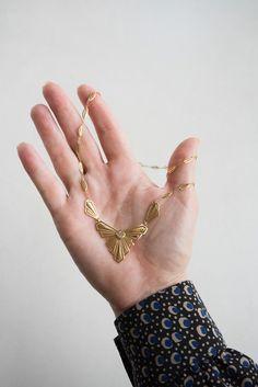 1900s Art Nouveau Shield Necklace | QUITOKEETO Rose Cut Diamond, 18k Gold, Art Nouveau, Jewelry Watches, Jewels, Detail, Bracelets, Pretty, Accessories