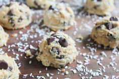 Paleo Chocolate Chip Macaroons - a nutritious coconut dessert with yummy chocolate chips!