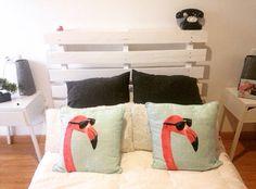 Palet recilado, lijado y pintado en blanco para el dormitorio