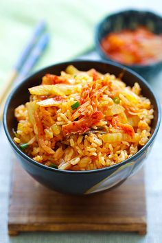 Kimchi Fried Rice - easy fried rice made with Korean kimchi. Kimchi adds a spicy and pungent taste and absolute best. This recipe takes 15 mins to make. Rice Recipes, Asian Recipes, Vegetarian Recipes, Cooking Recipes, Healthy Recipes, Paula Deen, Kimchee Fried Rice, Easy Delicious Recipes, Yummy Food