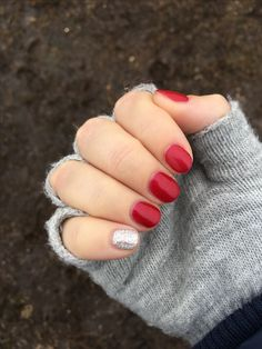 Sooooooo in love with my mani #beauty queen in #sharemyjn #jamberry @jamberry #colourcurejn for the win teamed with #birthdaybashjn #trushinegel #nailsofinstagram #nailsoftheweek #lovenails #glitternails #prettynails #rednails #nailsofinsta