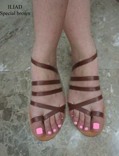Sandali in pelle fatti a mano realizzati in Grecia da Penelope Sandals Brown Sandals, Flat Sandals, Real Leather, Brown Leather, Smart Dress, Shoes Too Big, Leather Gladiator Sandals, Designer Sandals, Natural Brown