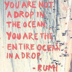 Mantra de hoy: no eres una gota en el océano. Eres el océano entero dentro de una gota - Rumi #popularizemantras #everythingislove #imagine #yoga #allyouneedislove @ignacioescribano @georgeharrison #mantrasworkshop
