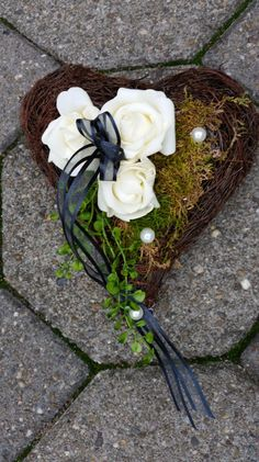 Pflanzschalen - Grabgesteck, Grabschmuck, Grabdekoration, Herz - ein Designerstück von Die-Deko-Idee bei DaWanda Shabby Chic Kranz, Shabby Chic Wreath, Diy Wreath, Grapevine Wreath, Wreaths, Grave Decorations, Flower Decorations, Funeral Flowers, Xmas
