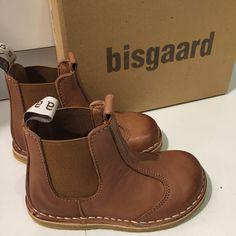 """""""Nytt merke i butikken Flotte skinnsko fra Bisgaard. #sko #shoe #bisgaard #skinn #barn #barnesko #clairekids #amandastorsenter"""""""