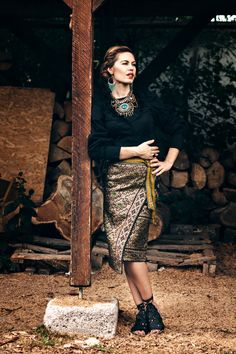 TRADITIONAL ROMANIAN COSTUME | BOHEMIAN GARB | TRADITIONAL | Fashion editorial… Fall Outfits, Fashion Outfits, Fashion Trends, Mode Editorials, Fashion Editorials, Rustic Outfits, Traditional Fashion, India, Ethnic Fashion