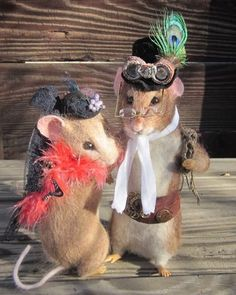 Orig Needle Felted Victorian Steampunk Rat Couple by Artist Robin Joy Andreae // Photo via Ebay....what an awesome mouse couple !!!