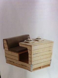 Breakfast Nook (pallet furniture) http://dunway.info/pallets/index.html