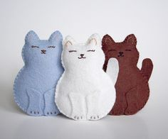 Smilin' felt kitties - image only.  It shouldn't be too hard to figure out a template for these.