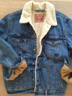 Levis Men Sherpa Trucker in Gr M New in Clothing & Accessories, Men's Fashion, Jackets - Denim Jacket Outfit Levis Sherpa Jacket, Denim Jacket With Fur, Oversized Denim Jacket, Pendleton Clothing, Shirts & Tops, Patched Jeans, Mode Style, Denim Shirt, Mantel
