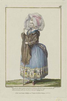 Polonoise de taffetas garnie en bordures d'indienne, therèse de gaze mouchetée par dessus un bonnet rond ceint d'un serre-tête noué négligemment.
