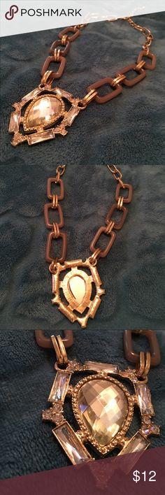 """Statement necklace Adorable statement necklace. Worn once. Sparkle in the large center piece and a soft gold/cream on the sides. Clasp closure. Can hang between 10-12"""" depending on adjustment. EUC. No damage and ready for a new home. #necklace #statement #sparkle #large #gold #silver #clasp #jewelry ❌no trades❌ Jewelry Necklaces"""