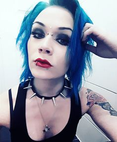 "55 Me gusta, 3 comentarios - Marita Vinberg (@lilli.marita) en Instagram: ""#redlips #bluehair #punkgirl #altscene #spikes #piercedgirl #inkedgirls #punx #punkkari #gothpunk"""