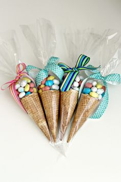 Candy Cones Candy Cones – Organize and Decorate Everything Party Treats, Party Favors, Candy Cone, Candy Crafts, Candy Bouquet, Ice Cream Party, Homemade Christmas Gifts, Craft Sale, Unicorn Birthday