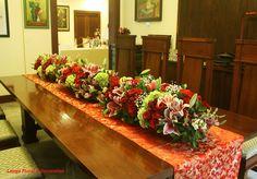 Dekorasi bunga meja panjang