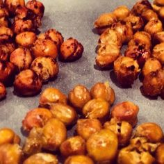 baked chick peas recipe 3 ways (salty, spicy and sweet) http://www.indetails.com/5431/how-to-make-crispy-roasted-chickpeas/