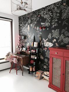 Vintage red wallpaper nathalie Lete kids room