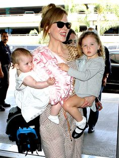 Celebrity moms 121667627413522666 - Faith, Nicole and Sunday Rose Urban. Nicole had Sunday Rose when she was They used a surrogate mom for Faith MArgaret who was born two years later. Source by slmcor Keith Urban, Nicole Kidman Family, Urban Family Photos, Celebrities Then And Now, Male Celebrities, Royal Babies, Celebrity Babies, Celebrity Couples, Matthew Mcconaughey