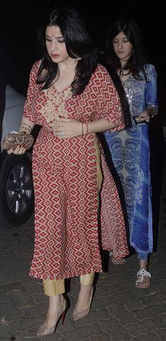 Maheep Kapoor at Anil Kapoor's Ganesh pooja. #Bollywood #GaneshChaturthi #Ganeshotsav #Hindu #Fashion #Style #Beauty #Punjabi