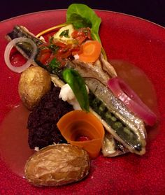 Terre et mer  Maquereau / boudin noir / pickles de légumes / jus de veau corsé / grenailles rôties