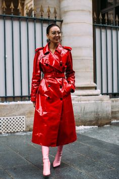 Paris Fashion Week Street Style Fall 2018 Day 3 Cont. All the best street style looks from Paris FW18 shows and fashion week. The best looks worn by fashion editors, models, influencers and more. See the latest Street Style from all the womenswear fashion shows at TheImpression.com