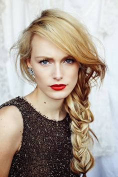 Messy braids and red lips My Hairstyle, Pretty Hairstyles, Wedding Hairstyles, Winter Hairstyles, Braid Hairstyles, Good Hair Day, Great Hair, Coiffure Hair, Twisted Hair