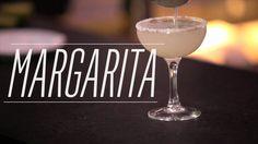 Drinques clássicos: Margarita. Margarita. Chama de tequila, veludo de cointreau, picada de limão, pérolas de sal... e mistério de mulher no ...