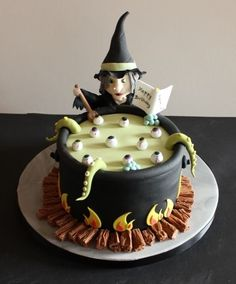www.cakecoachonline.com - sharing... Halloween Birthday Cakes, Witches Brew, Cake Decorating Classes, Desserts, Food, Tailgate Desserts, Deserts, Eten, Postres