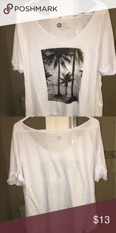 Roxy Oversized Graphic Tee Shirt!! This is a roxy Tee Shirt, oversized style with a Graphic on the front, perfect for almost anything and in perfect condition Roxy Tops Tees - Short Sleeve