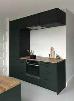 Awesome Black And White Wood Kitchen Design Ideas Ikea Kitchen Design, Interior Design Kitchen, Kitchen Decor, Kitchen Ideas, Studio Kitchen, New Kitchen, Micro Kitchen, Kitchen Wood, Little Kitchen