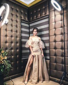 Kathryn Bernardo Photoshoot, Kathryn Bernardo Outfits, Maxi Gowns, Prom Gowns, Evening Dresses, Debut Themes, Debut Ideas, Filipiniana, Blue Hearts