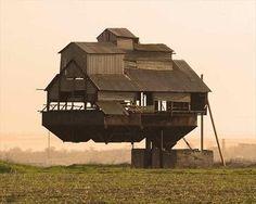 Curious Places: Floating House (Krasnosilka/ Ukraine)