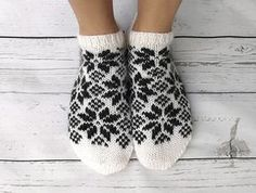 Ravelry: Slippers in north pattern by Gurimalla Design Yarn Projects, Knitting Projects, Baby Knitting Patterns, Crochet Patterns, Norwegian Knitting, Knitted Slippers, Drops Design, Knitting Socks, Free Knitting